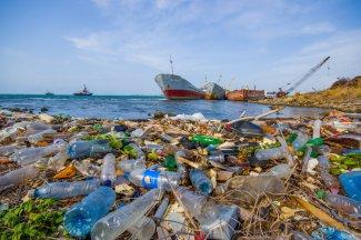 plastic-trash-in-oceans-and-waterways